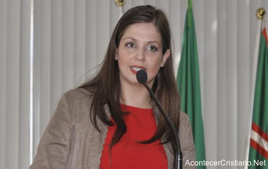 Regidora brasileña Carla Pimentel