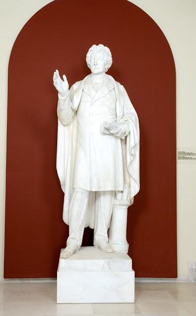 Ο ανδριάντας του Διονυσίου Σολωμού στον προθάλαμο του μουσείου Διονυσίου Σολωμού και Επιφανών Ζακυνθίων