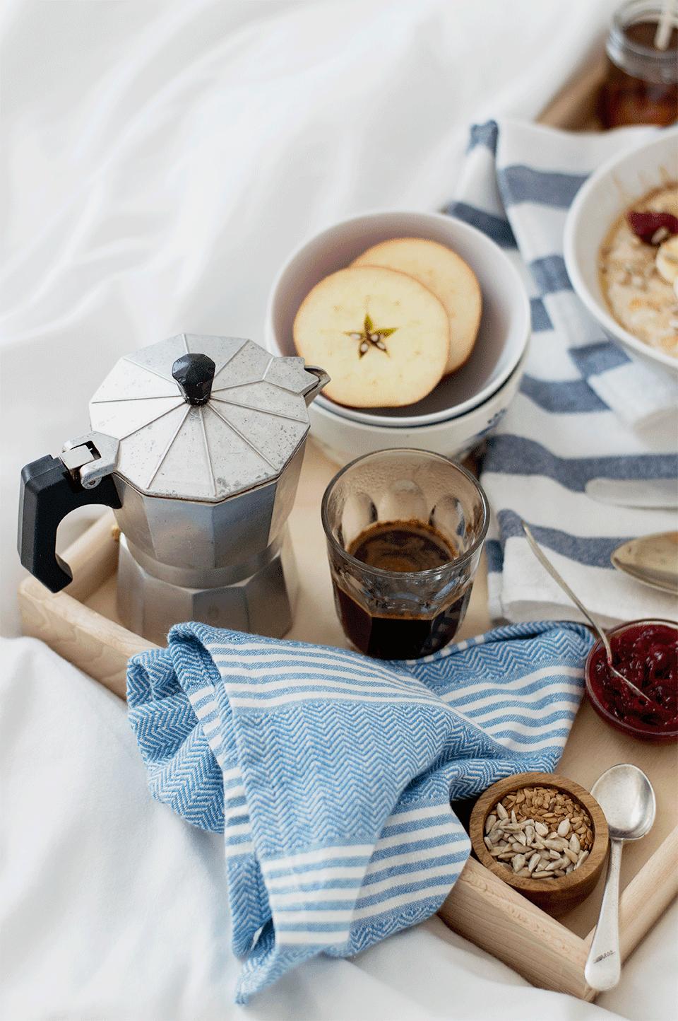 Creamy Porridge w/ Cranberry Compote | https://oandrajos.blogspot.com/