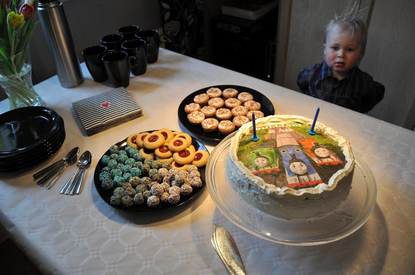 kalas 11 år kille Misan Maries blog: 2 års kalas med Thomas tåget! kalas 11 år kille