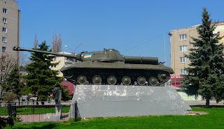 Павлоград. Пам'ятник Ж. Я. Котіну, одному з творців важких танків серії ІС.