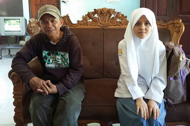 Tania Anak Tukang Ojek,Butuh Uluran Tangan Untuk Melanjutkan Kuliahnya Ke Universitas Brawijaya Malang.