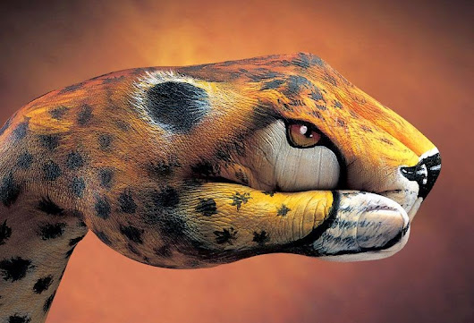 Photogallery of miracles of light: Guido Daniele - artist from VILLAS, Italy. Body Art on hands