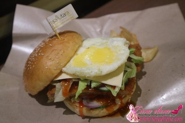 Burger Ayam Telur Berkeju