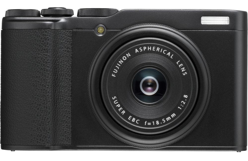 Камера Fujifilm XF10, черного цвета, вид спереди