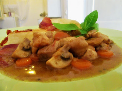 Chicken with vegetables in sauce