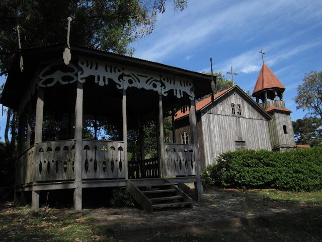 Réplica de Caxias do Sul de 1885: Igreja e coreto. Parque da Festa da Uva