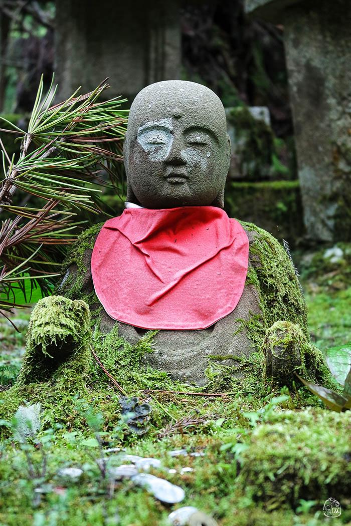 portrait jizo recouvert de mousse okunoin