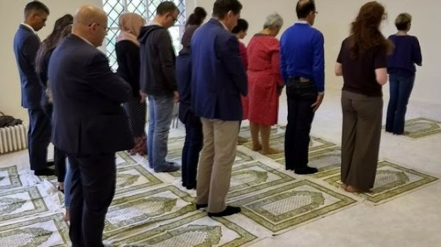 Terletak di Dalam Gereja, Masjid Pria dan Wanita Boleh Satu Shaf Ini Mendadak Jadi Buah Bibir Netizen