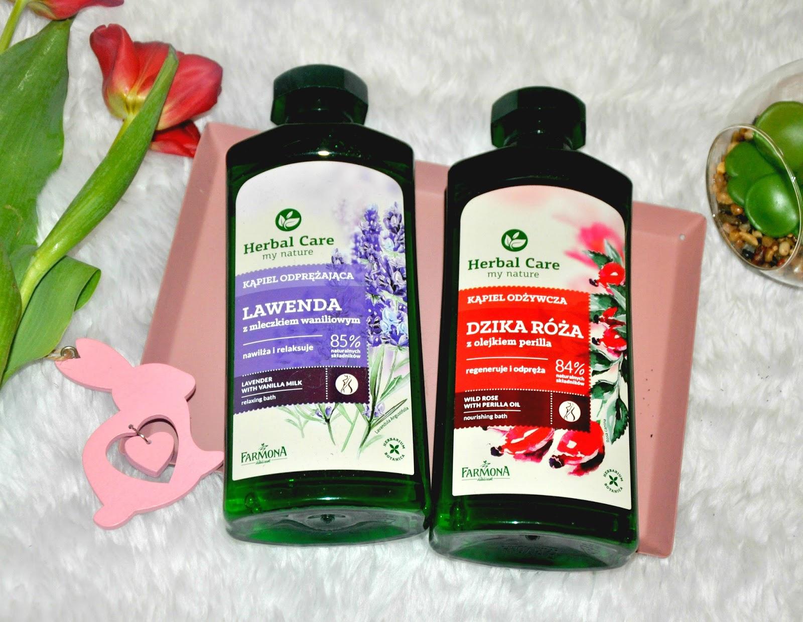 Kąpiel odżywcza Dzika róża z olejkiem Perilla - oczyszcza  - wygładza - nawilża - relaksuje  Produkt doskonale oczyszcza, wygładza, delikatnie ale zarazem dogłębnie nawilża, a także przywraca spokój i wewnętrzna równowagę.  Składniki aktywne :  - ekstrakt z dzikiej róży bogaty w witaminę C, intensywnie rewitalizuje i zmiękcza skórę, - olejek perilla, - mleczko owsiane odżywia, wyraźnie wygładza i pielęgnuje skórę, - d-pantenol nawilża, koi i łagodzi podrażnienia.  Moja skóra domaga się solidnej dawki nawilżenia i muszę przyznać, że produkty całkiem nieźle sprostały jej wymaganiom. Produkt Farmony pielęgnuje skórę w czasie kąpieli, a po wytarciu ręcznikiem jeszcze przez długi czas sprawiają wrażenie doskonale wypielęgnowanej i odświeżonej. Jest przyjemna w dotyku i zauważalnie wygładzona. Po kąpieli nie odczuwam uczucia niedomycia. Wręcz przeciwnie ! Daje bardzo przyjemne poczucie świeżości i odprężenia.  Ma przyjemnie różany zapach, który jest dość długo wyczuwalny na skórze, co mi się bardzo podoba, mimo mojej antypatii do różanych zapachów, ten zasługuje na wielkie brawa. Jest to bardzo wydajny kosmetyk, z racji, że bardzo dobrze się pieni to wystarczy niewielka ilość aby dokładnie oczyścić skórę. Ma idealną, nie za rzadką i nie za gęstą formułę.