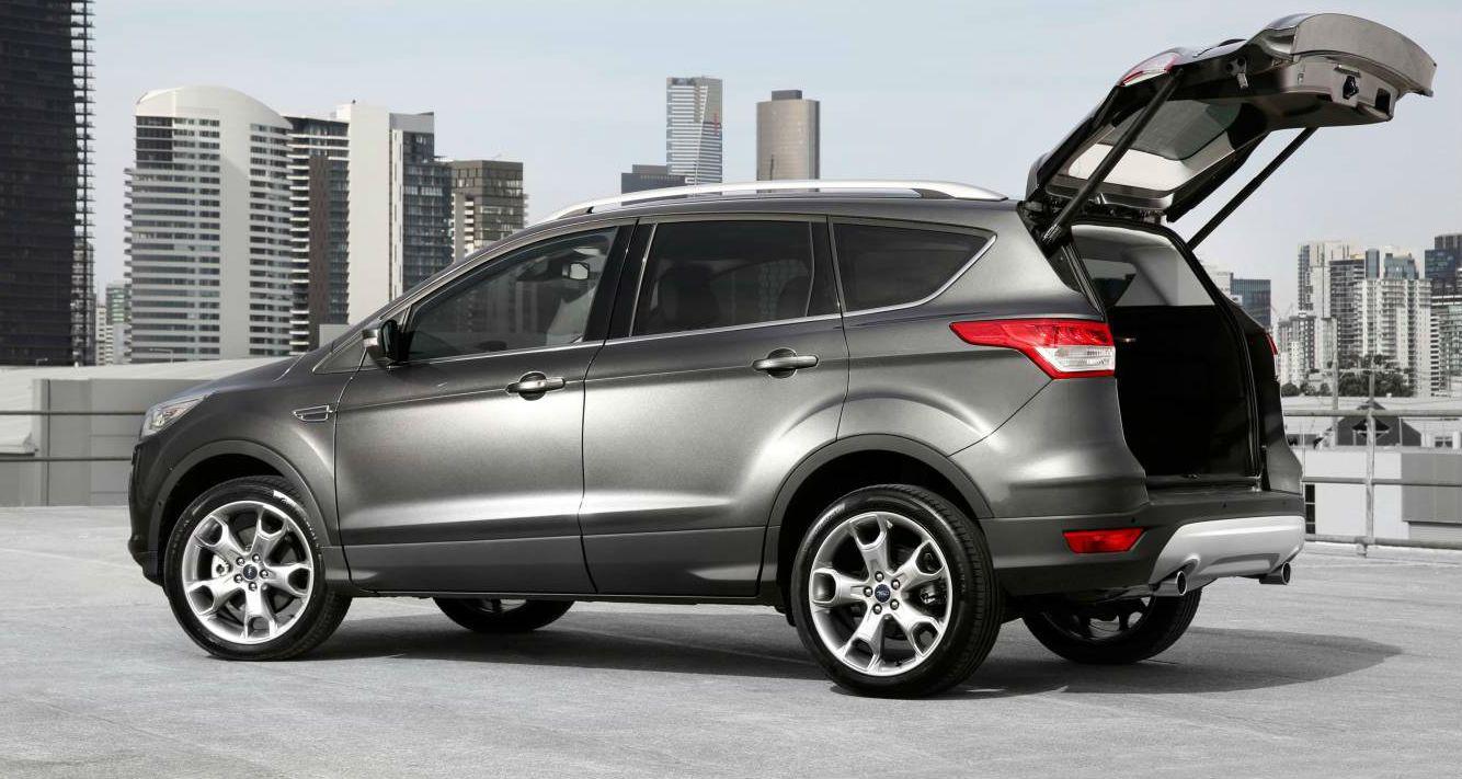 2017 Ford Kuga facelift right side image