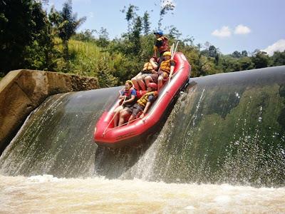 Paket Liburan Murah Rafting Arung Jeram Sungai Cisadane Bogor
