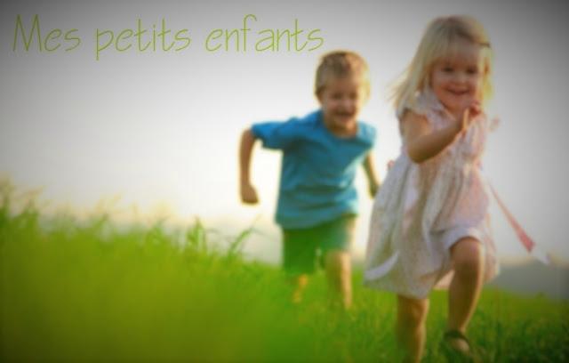 Photo magique d'enfants jouant autour du monde