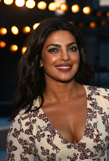Priyanka Chopra Boobs Cleavages14.jpg