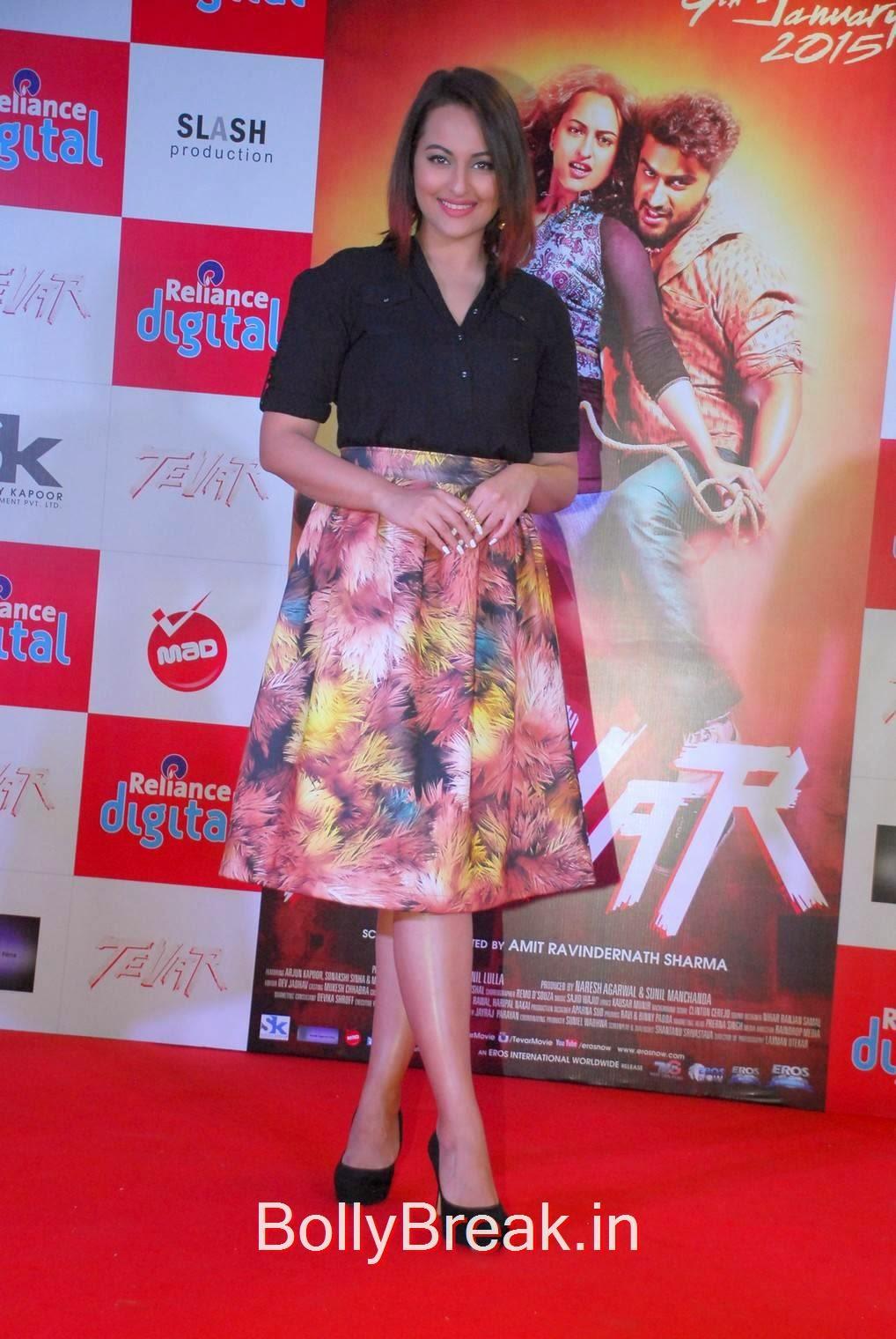 Sonakshi Sinha Pics, Sonakshi Sinha Hot Pics In Skirt At Reliance Digital Infiniti Mall 2 Malad