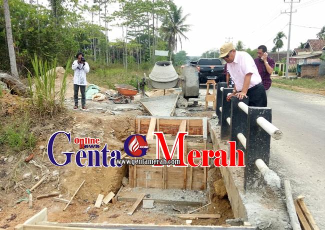 Disidak Wabup Lamteng, Pekerja Pembangunan Jembatan Jalinbar Panik