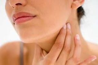 Saiba como fazer autoexame da tireoide para prevenção do câncer de tireoide