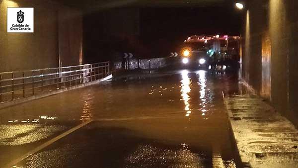Se ha cerrado acceso Aeropuerto de Gran Canaria desde el  subterráneo de la GC-1 por inundación