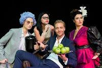 Είμαι σαν εσάς, λατρεύω τα μήλα της Theresia Walser, στο Θέατρο Αυλαία