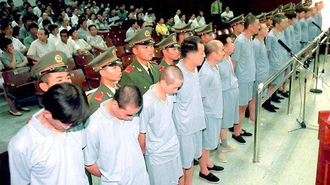 Kisah Perburuan Besar-besaran Koruptor di Cina