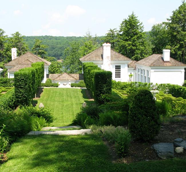 Cottage Farm: New England Summer Garden