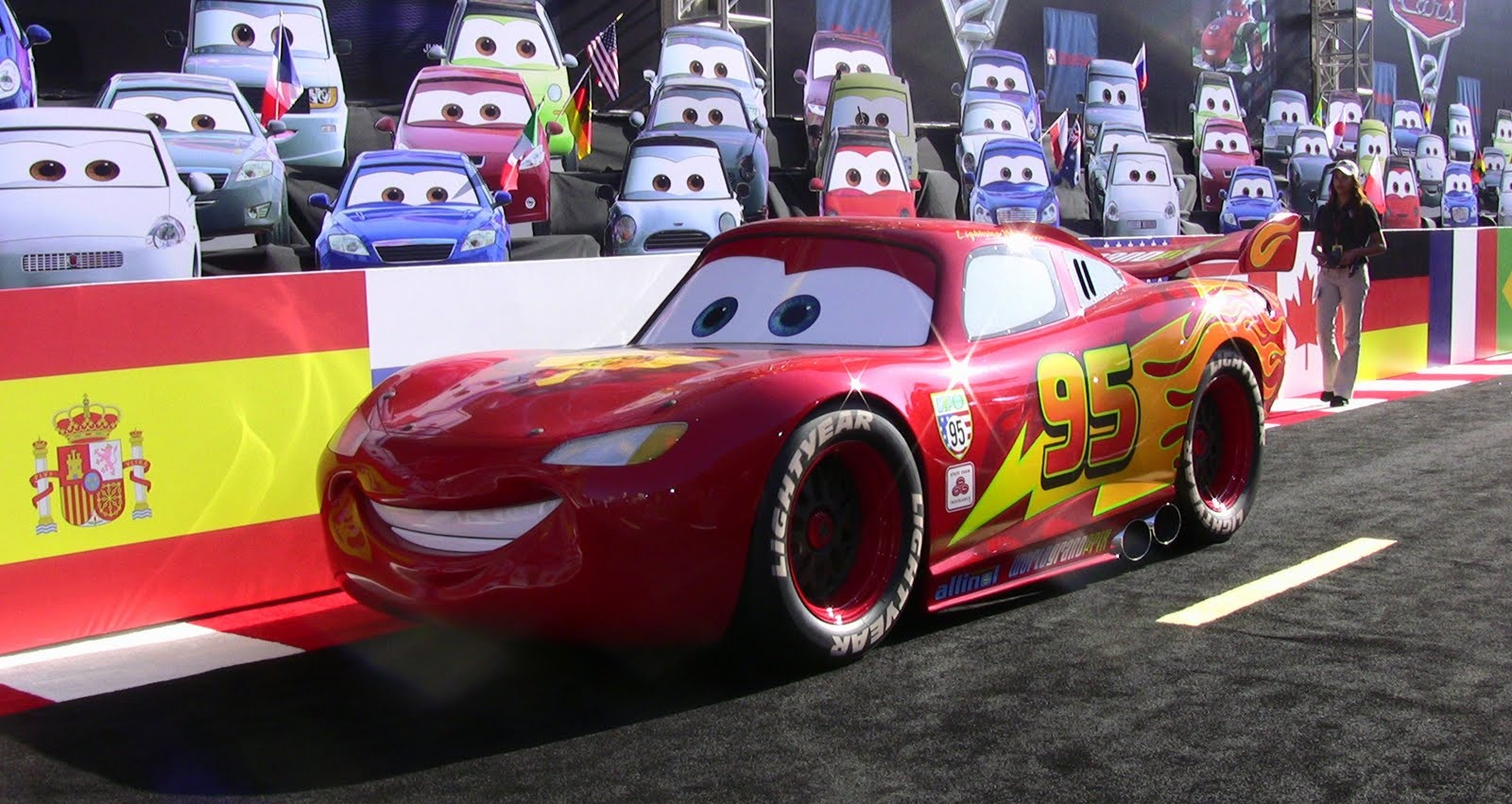 cars lightning mcqueen hd wallpapers high definition free background. Black Bedroom Furniture Sets. Home Design Ideas