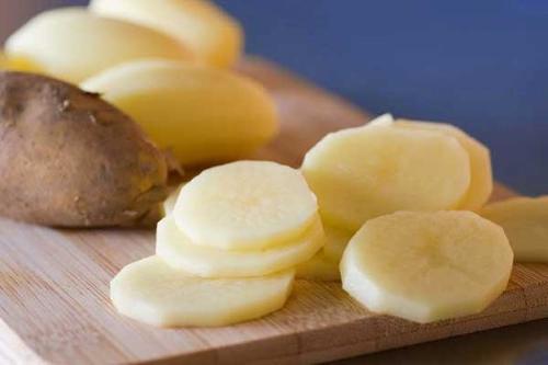 Chỉ với củ khoai tây đánh tan mụn hiệu quả nhanh