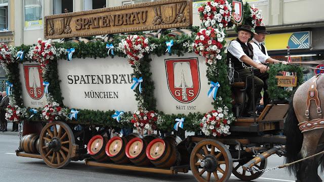 Desfile Wiesn-Einzug der Festwirte und Brauereien en la Oktoberfest (Múnich) (@mibaulviajero)