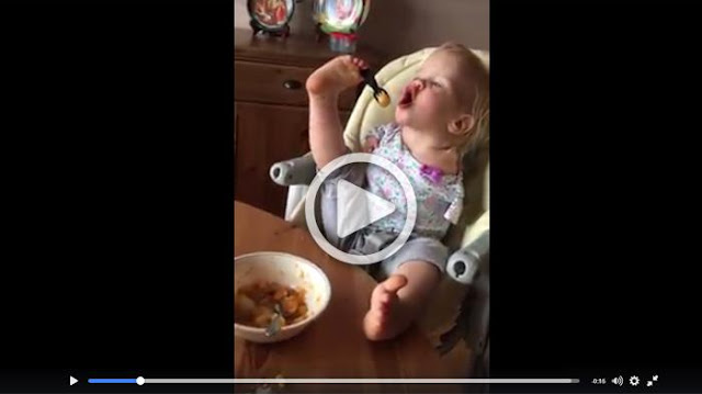 Buat Semua Ibu Tersentuh, Bayi ini dengan Lahapnya Makan Walau Kondisinya Tak Sempurna