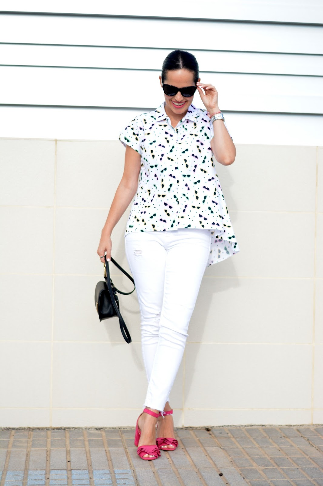 zara-printed-shirt-white-jeans-outfit