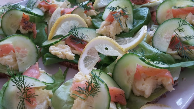 Røget Laks og  Æg  (Smoked Salmon with Egg)