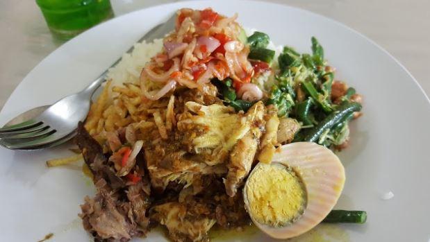 5 Tempat Makan Murah Dan Enak Di Seminyak Bali