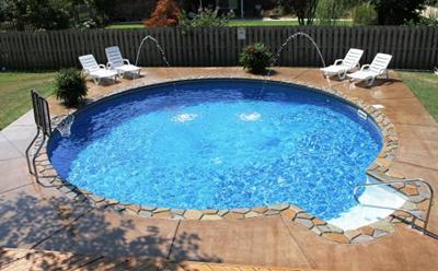 kolam renang berukuran mungil