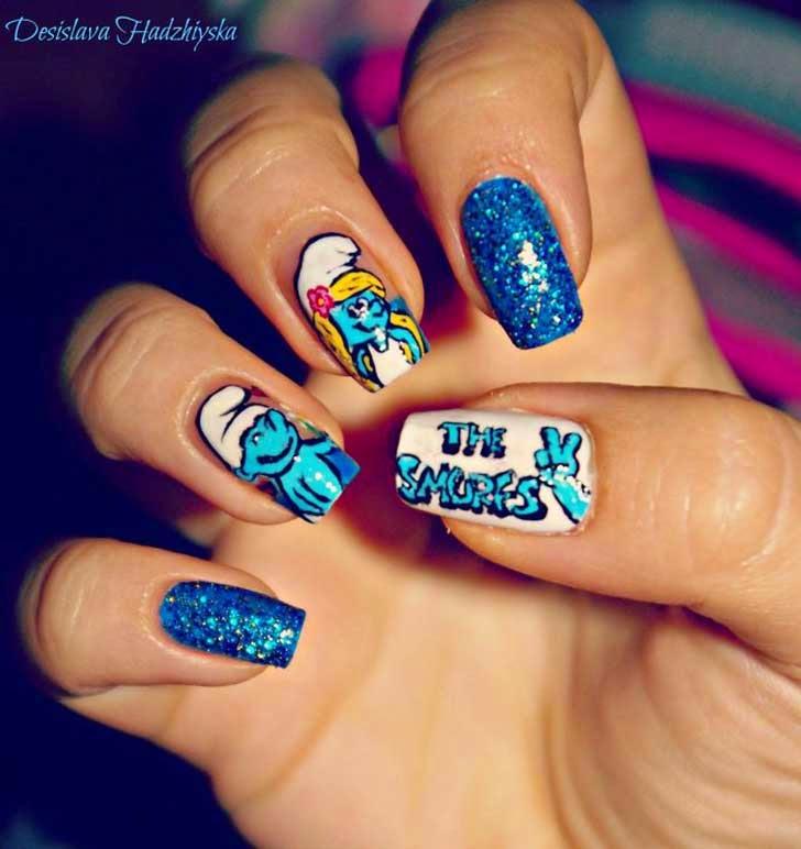 Diseños de uñas al estilo Pitufos.