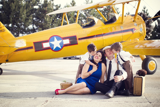 Family+portraits+maternity+engagement+photo+shoot+rockabilly+session+retro+vintage+aerospace+flight+plane+fly+Melissa+McFadden+Photogrpahy+The+Frosted+Petticoat+5 - Come fly with me!