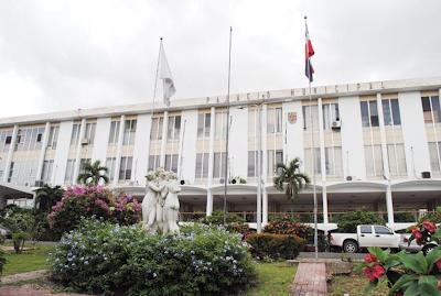 Suspenden dos funcionarios de alcaldía de Santiago por presuntas irregularidades