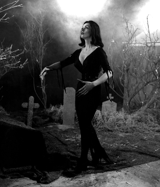 vampira-maila-nurmi-plan9-from-outer-space