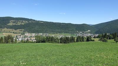 Blick auf Sonceboz-Sombeval von Le Cernil aus