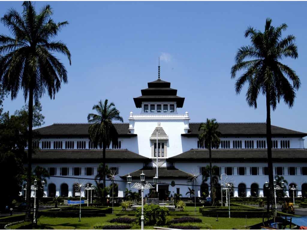 Gedung Sate Bandung (Kantor Gubernur Jawa Barat) - Yoshiewafa