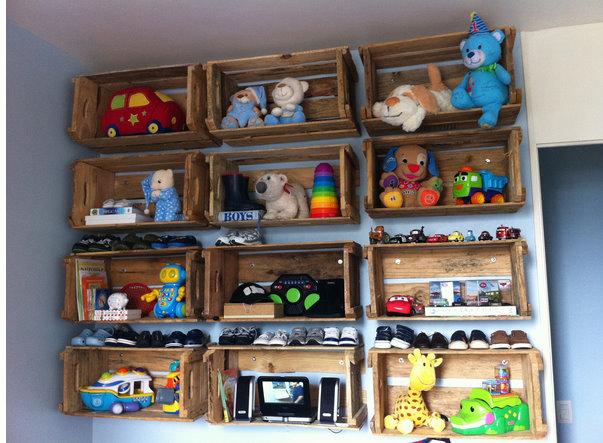 Como usar caixotes de madeira na decora o do quarto - Ideas para organizar juguetes ninos ...