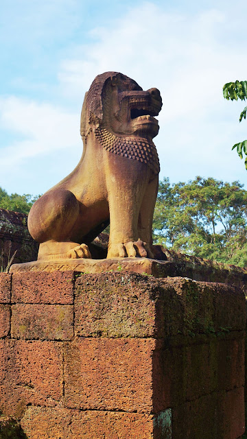 На фото - скульптура Льва на стенах Храма Восточный Мебон