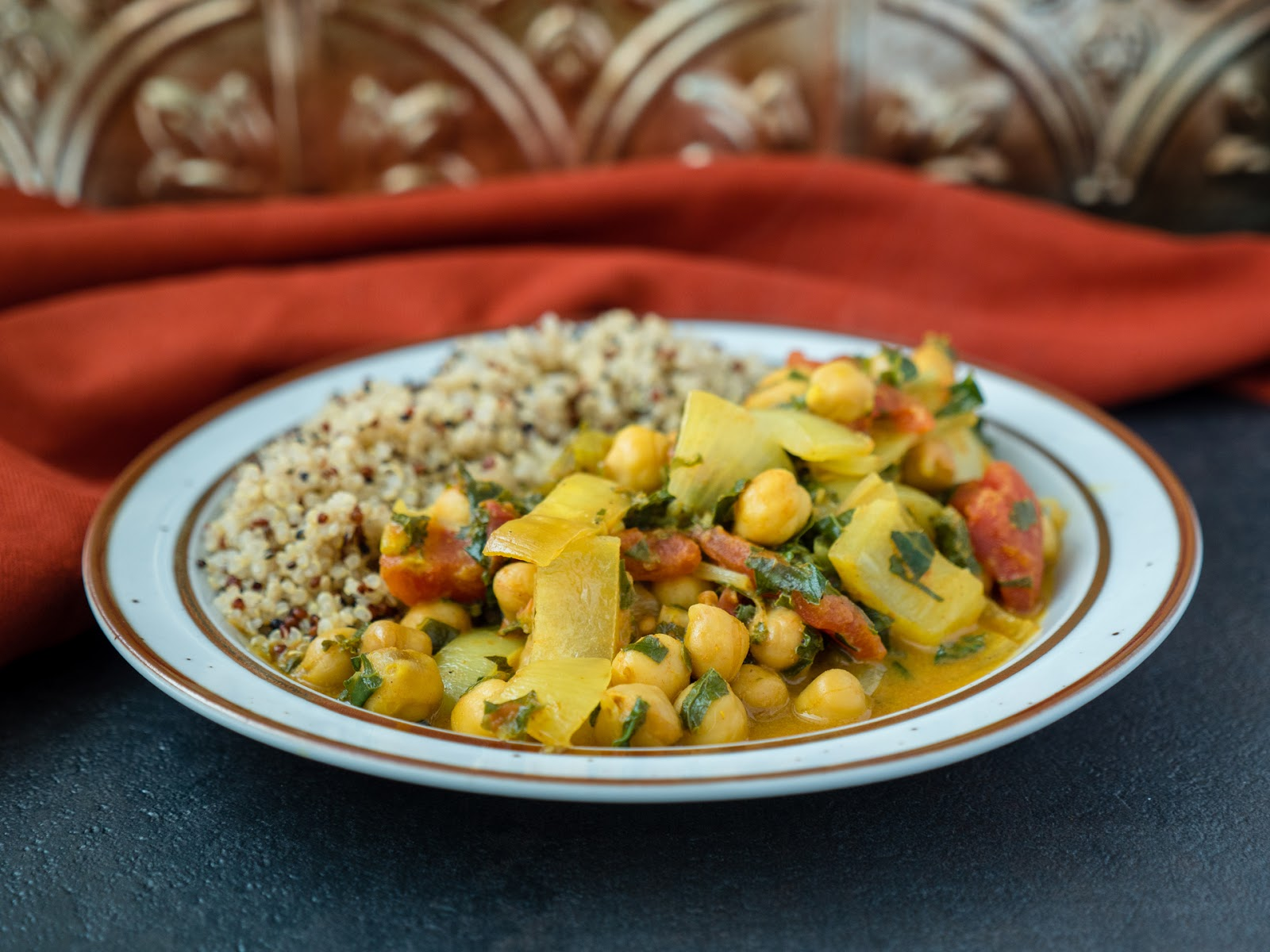 Minimal prep. maximum flavor. This vegan slow cooker chickpea curry filled is healthy, hearty, and chock full of aromatic spices. | Local Food Rocks