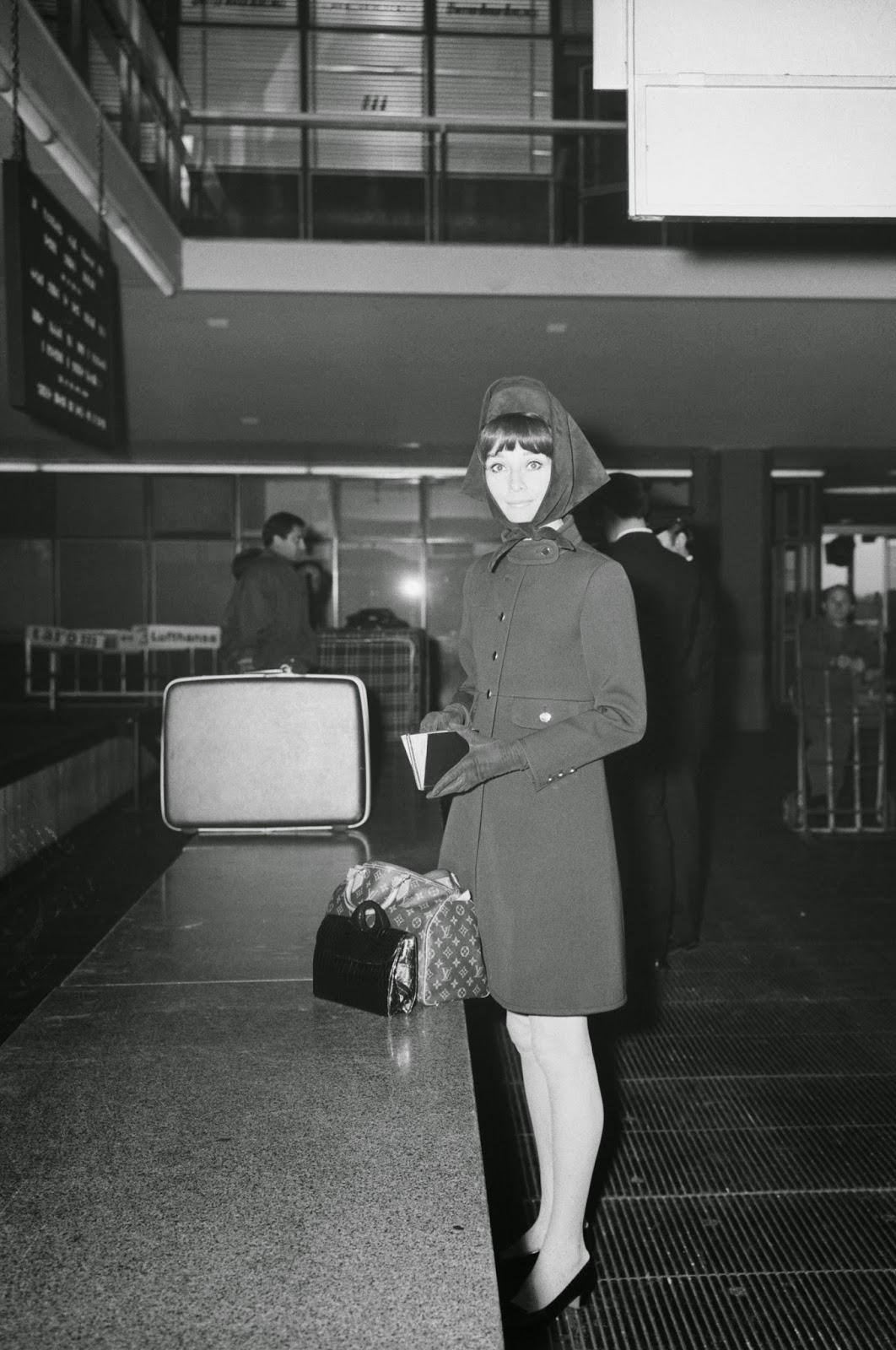 Audrey-Hepburn-1968-Rome-Airport