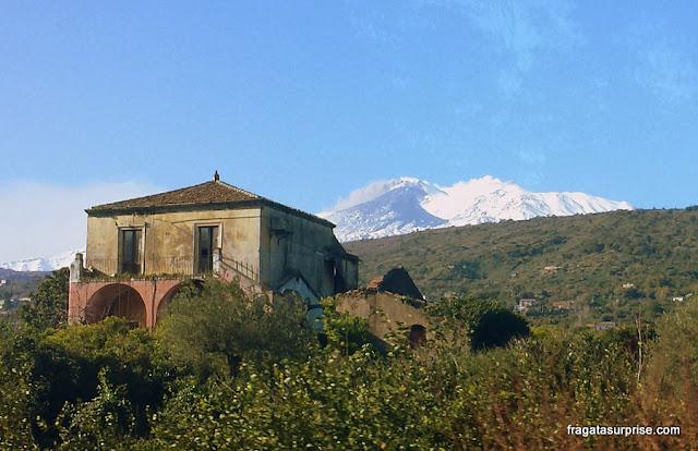 Viajar de ônibus na Sicília - paisagem do caminho entre Catânia e Agrigento