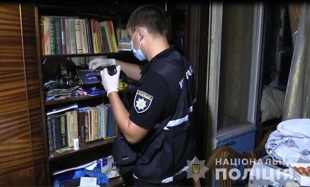 У Києві підозрюваний у вбивстві ховався від поліцейських під диваном