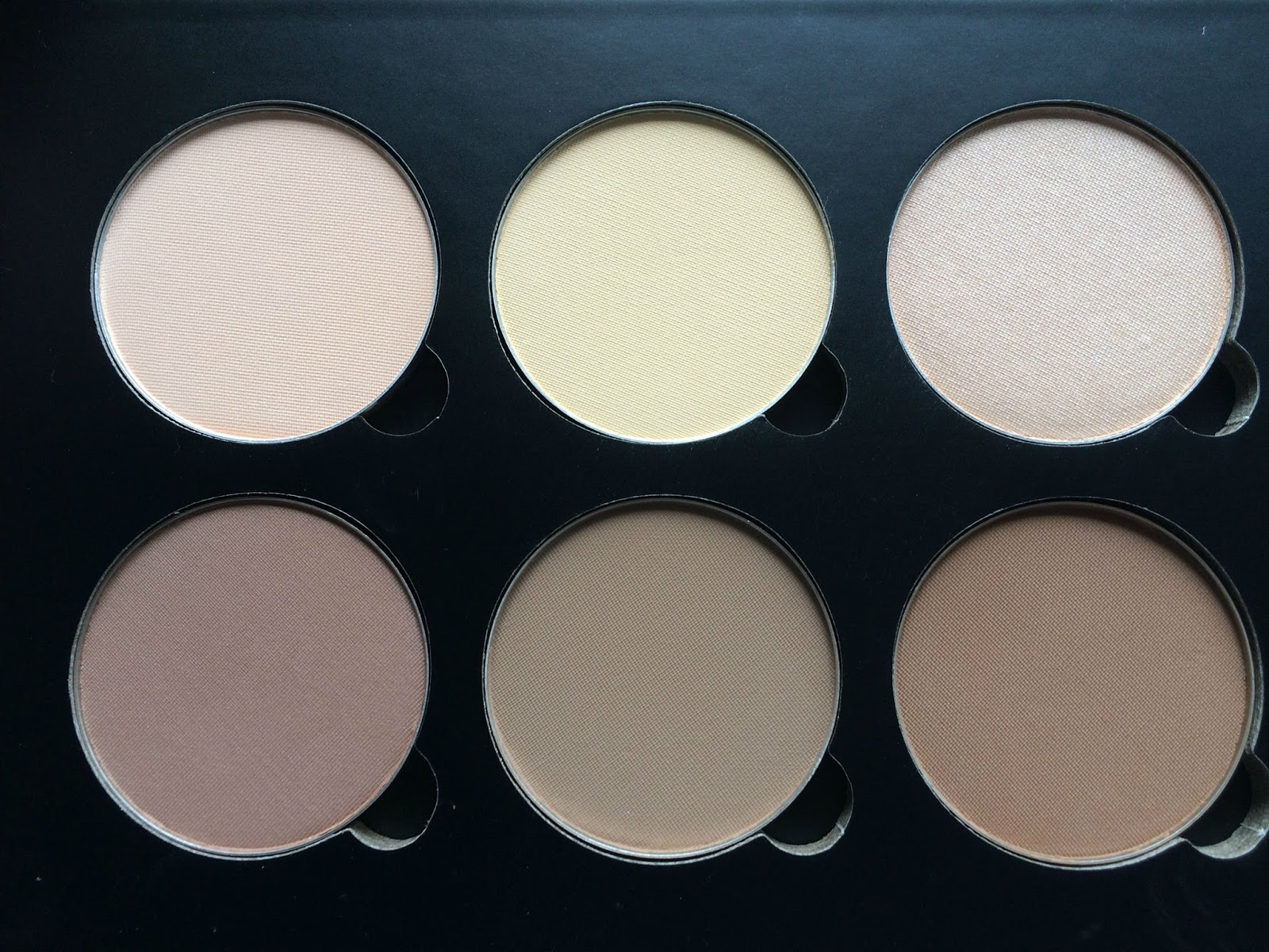 Anastasia Contour Kit Light Medium close up