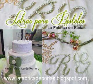 Venta de cake topper en letras con cristales para pasteles finos de boda en guatemala. Comprar letras para pastel plateado