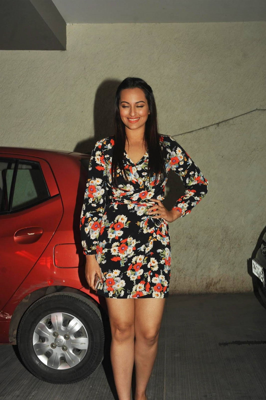 Hot Legs Show Photos Of Sonakshi Sinha In Short Dress