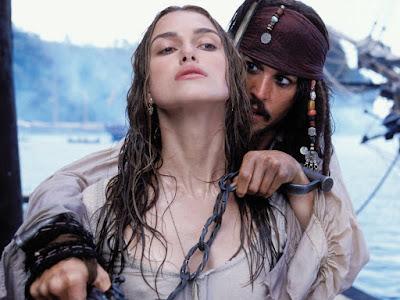 El pirata Jack Sparrow toma como rehén a la joven Elisabeth