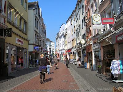 Calle comercial, Bonn, Alemania, round the world, La vuelta al mundo de Asun y Ricardo, mundoporlibre.com